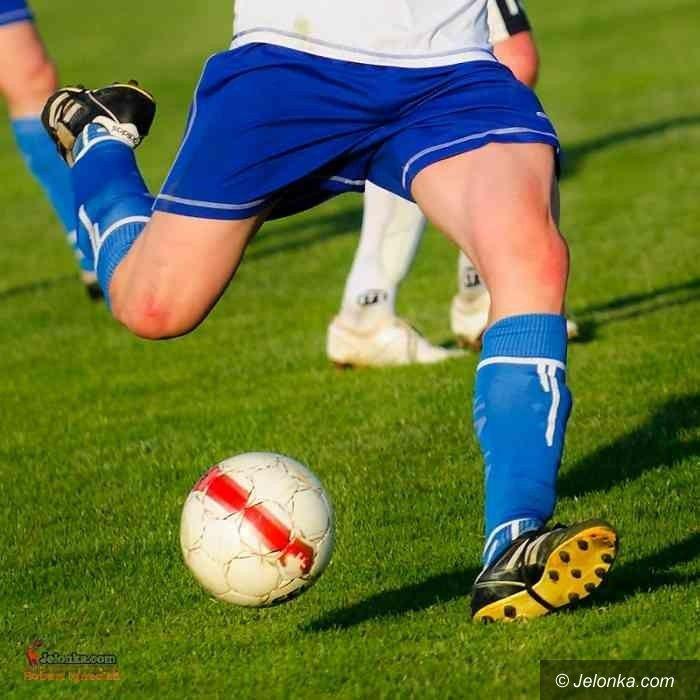 IV-liga piłkarska: Pierwsza porażka Karkonoszy, Ślęza za mocna