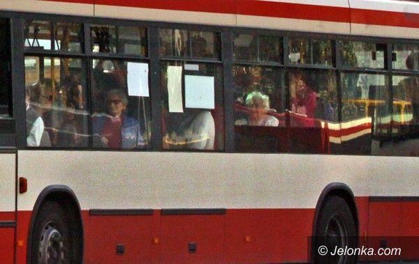 JELENIA GÓRA: Okroili kursy. Autobusy pękają w szwach