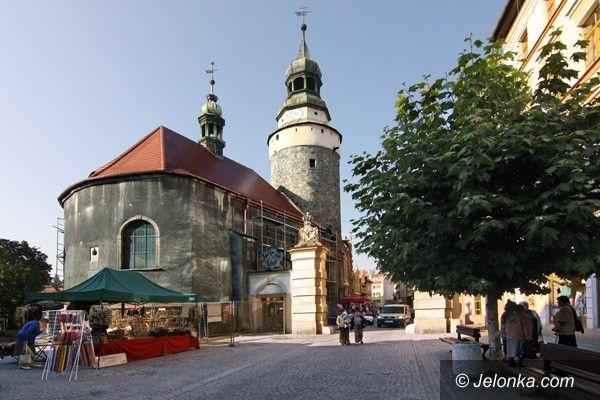 JELENIA GÓRA: Kaplica Świętej Anny z nowym dachem