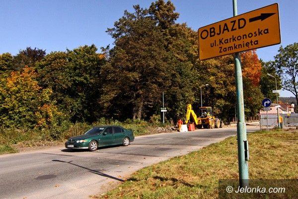 KOWARY: Objazdy w Kowarach. Będą trzy pasy na Karkonoskiej