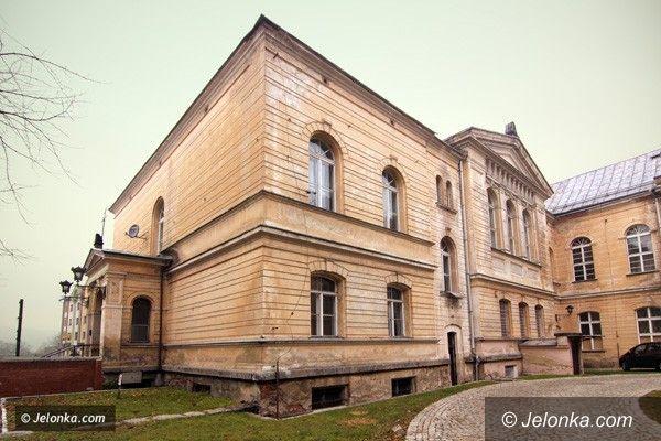 JELENIA GÓRA: Jedyna taka szkoła w regionie. W cieniu bazyliki