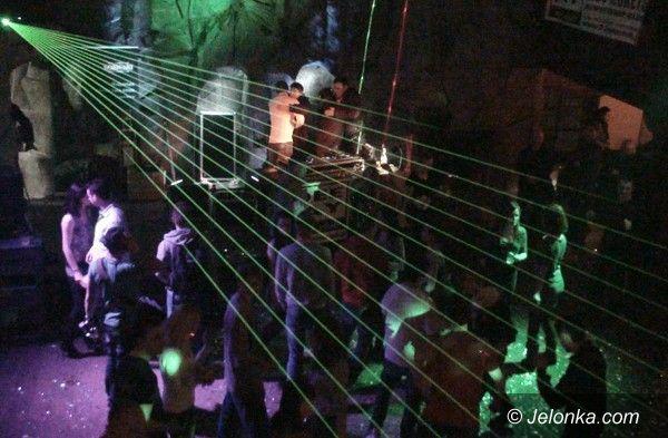 REGION JELENIOGÓRSKI: Rozgrzewali publiczność w Dworze Liczyrzepy. W rytmach didżejów