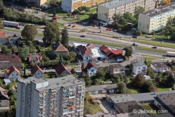 JELENIA GÓRA: Kontrowersyjny zakaz wjazdu w ul. Paderewskiego. Radny interpeluje