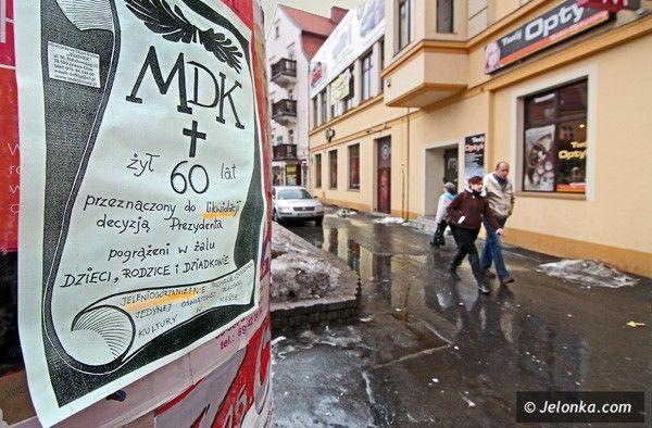 Pracownicy MDK chcą zainteresować protestem mieszkańców Jeleniej Góry