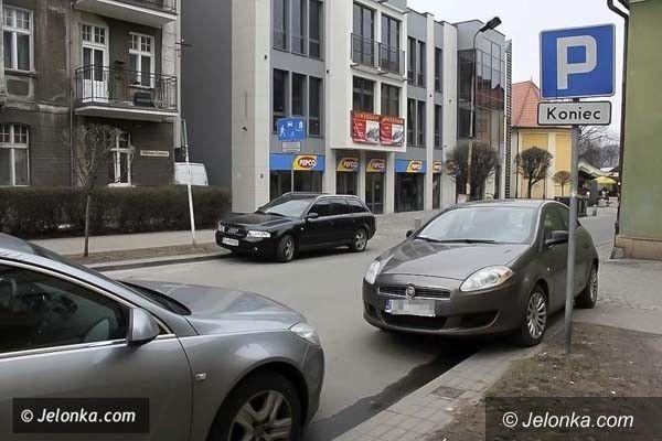 JELENIA GÓRA: Jeleniogórzanie ze śródmieścia nie chcą płacić za parkowanie przed domem