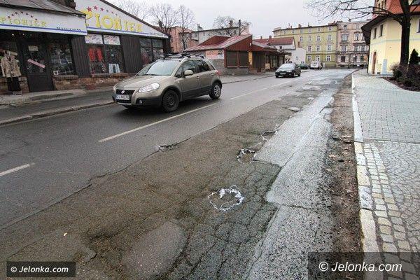 JELENIA GÓRA: Łatają dziury na jeleniogórskich ulicach