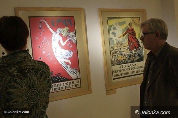 """JELENIA GÓRA: """"Świat się śmieje"""", """"Lenin w 1918 roku"""" i inne. Rosyjskie plakaty w BWA i Muzeum Karkonoskim"""