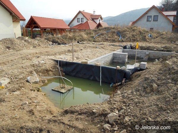 JELENIA GÓRA: Niezabezpieczona budowa zagraża mieszkańcom