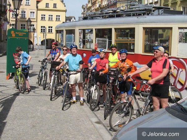 Jelenia Góra: Cykliści na szlaku jeleniogórskich tramwajów