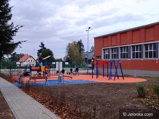 Jelenia Góra/Sobieszów: Place i urządzenia dla dzieci, młodzieży i dorosłych w Sobieszowie