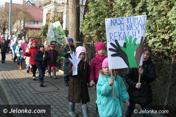 Jelenia Góra-Cieplice: Dzieci dały dziś w Cieplicach ekologiczną lekcję dorosłym