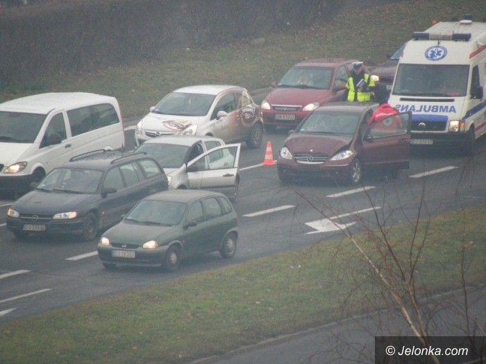 Jelenia Góra: Zderzenie trzech aut na al. Jana Pawła II