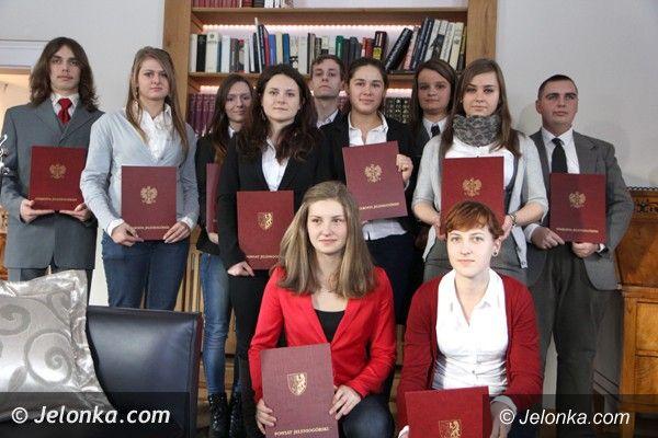 Powiat: Stypendia dla najlepszych uczniów w powiecie jeleniogórskim