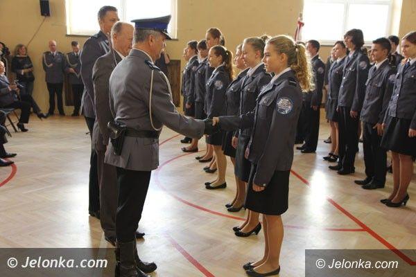 Region: Pasowanie  młodych policjantów w piechowickim liceum