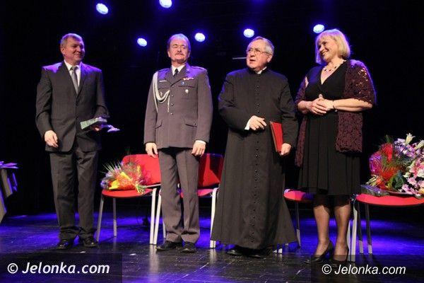 Jelenia Góra: Na uroczystej sesji wręczono statuetki Zasłużonych dla Jeleniej Góry