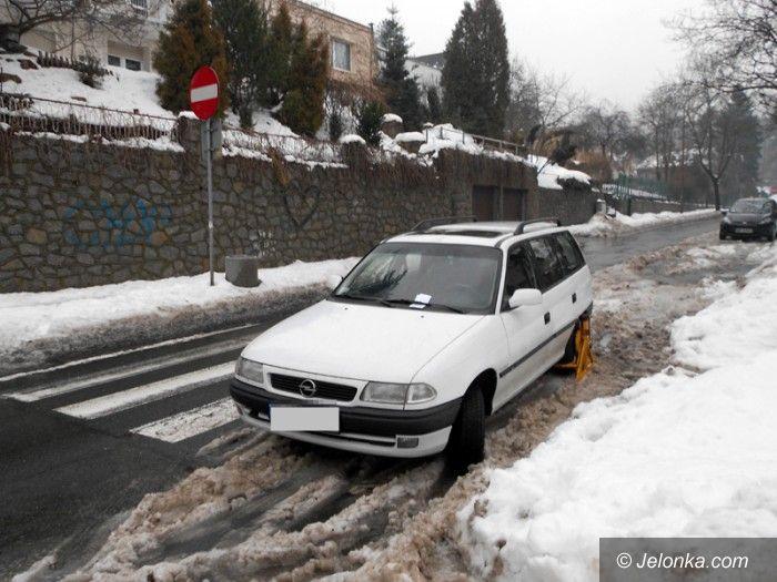 Jelenia Góra: Zaparkował na pasach bo... były odśnieżone