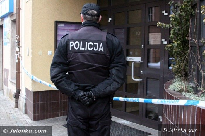 Jelenia Góra: Ochroniarz filharmonii znaleziony w kałuży krwi. Nie żyje też harfistka. Zatrzymano podejrzanego