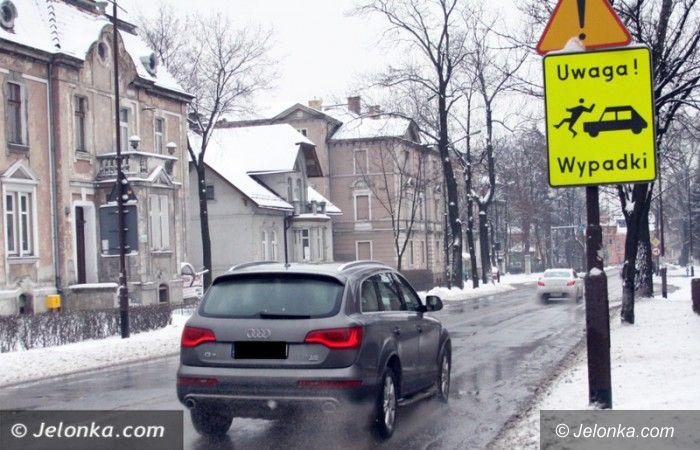 Jelenia Góra: Ostrożnie! Noga z gazu – na drogach jest bardzo ślisko