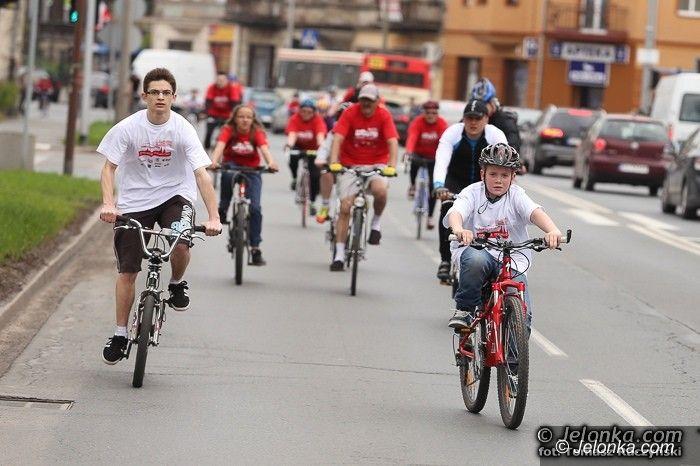 Jelenia Góra: Biało–czerwona parada na rowerach – w świetnych humorach