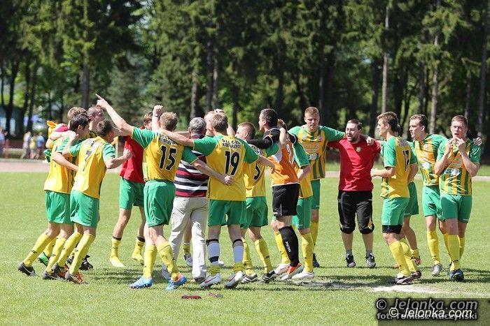 IV-liga piłkarska: Główkami wypunktowali Karkonosze
