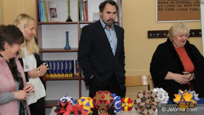 """Jelenia Góra: """"Magia symetrii"""" w Handlówce"""