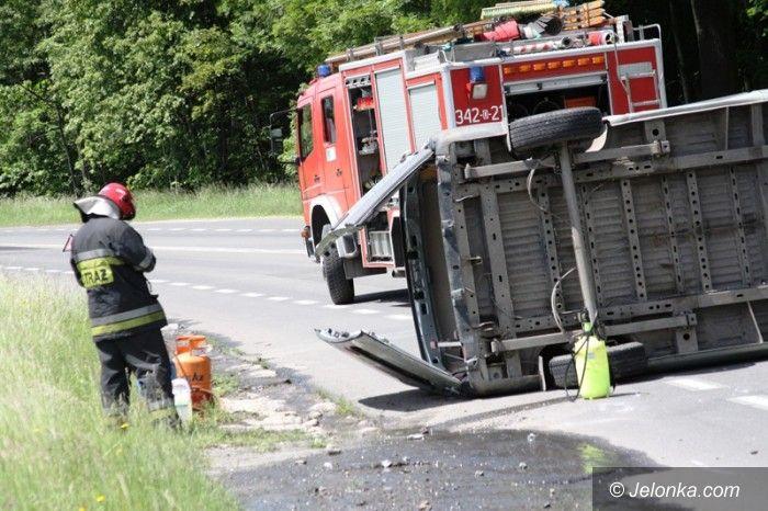 Jelenia Góra: Bus zderzył się z tirem. Jeden z kierowców był pijany