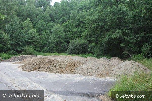 Jelenia Góra: Kto wyrzuca ziemię i gruz przy Rakownicy?