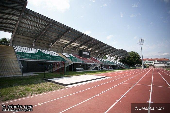 Jelenia Góra: Stadion przy Złotniczej gotowy. Prezydent obrażony przez działacza?