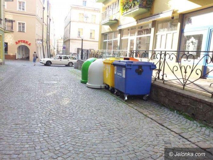 Jelenia Góra: Czytelnik: Pojemniki na śmieci straszą w centrum
