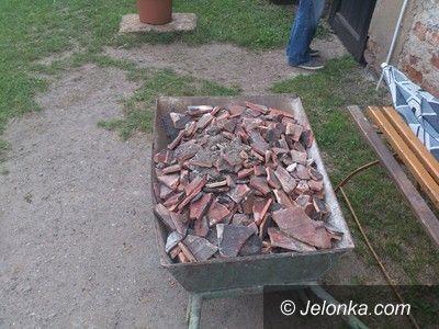 Jelenia Góra: Remontował dom, gruz wyrzucił do Wrzosówki