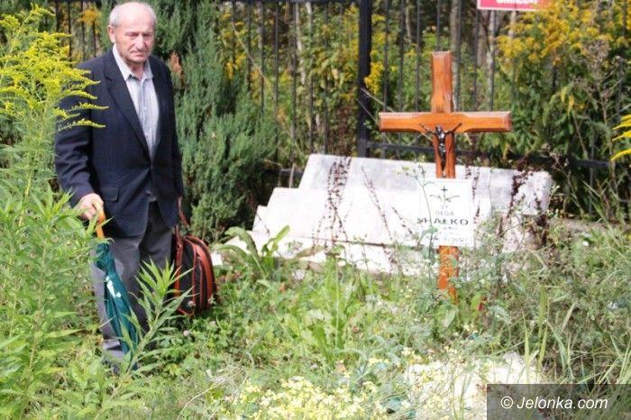 Jelenia Góra: Dzięki sąsiadowi pomnik ponownie okrył mogiłę