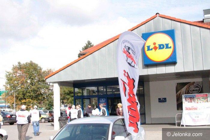 Jelenia Góra: Pikiety pod Lidlami o godne warunki pracy