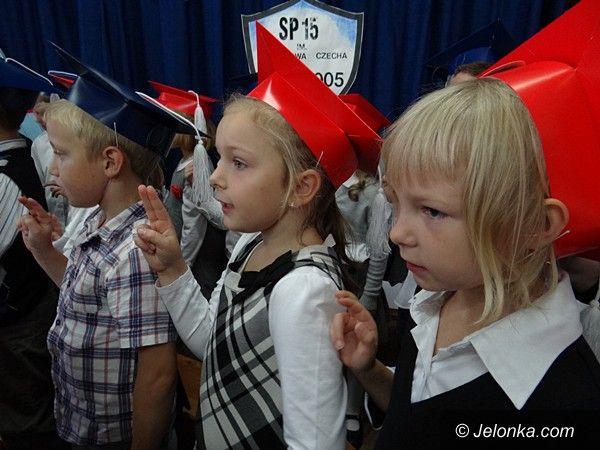 Jelenia Góra: Pasowanie pierwszaczków w Sobieszowie
