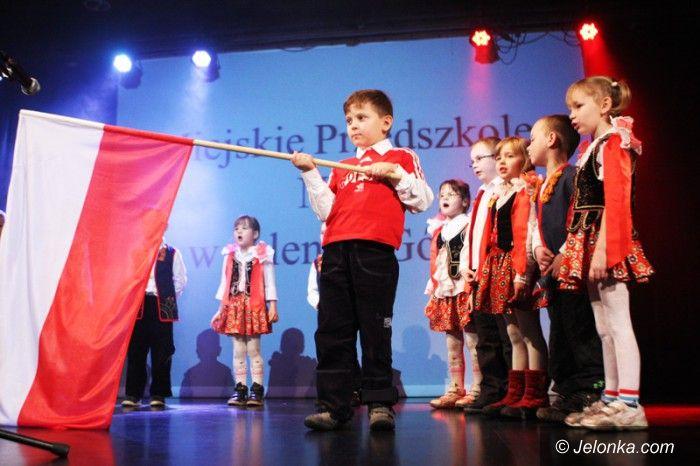Jelenia Góra: Przedszkolaki wyśpiewały miłość do ojczyzny