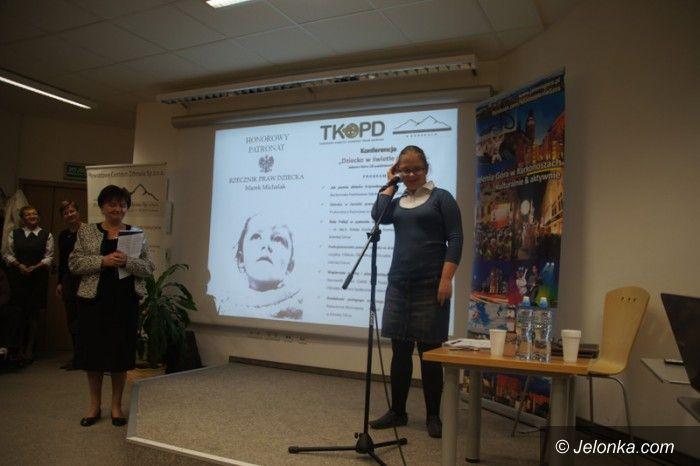 Jelenia Góra: W obronie krzywdzonych dzieci