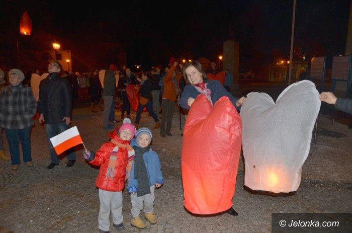 Jelenia Góra: Poszybowały w niebo lampiony z życzeniami dla Polski
