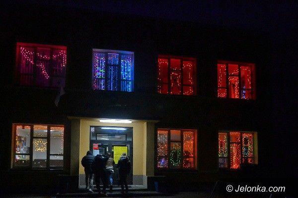 Jelenia Góra: Rozświetlona szkoła w Cieplicach. To warto zobaczyć