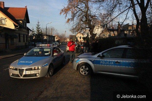 Jelenia Góra-Sobieszów: Radiowóz zderzył się z golfem w Sobieszowie