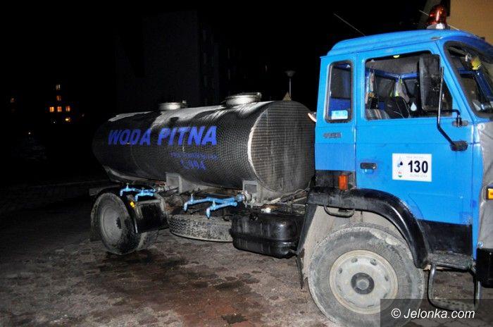 Jelenia Góra: Pękła rura wodociągowa. Trwa usuwanie awarii