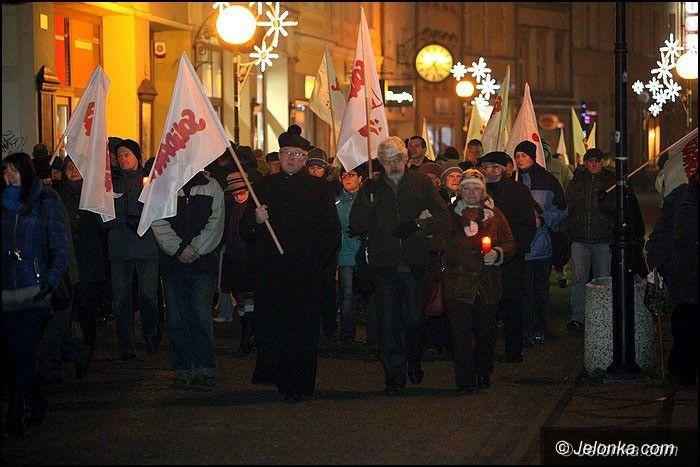 Jelenia Góra: Msza, marsz i znicze – pamięci ofiar grudnia