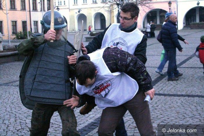 Jelenia Góra: Żywa lekcja ponurej historii na Placu Ratuszowym
