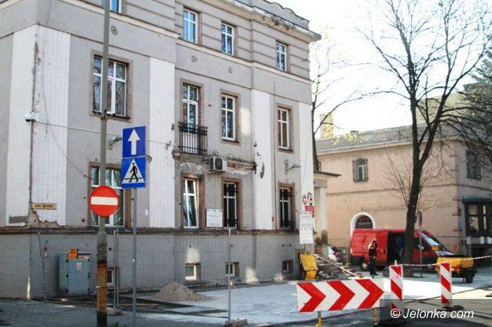 Jelenia Góra: Parking, elewacja i radiowóz dla straży miejskiej