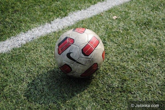 Jelenia Góra: Dziewczyny kopały piłkę
