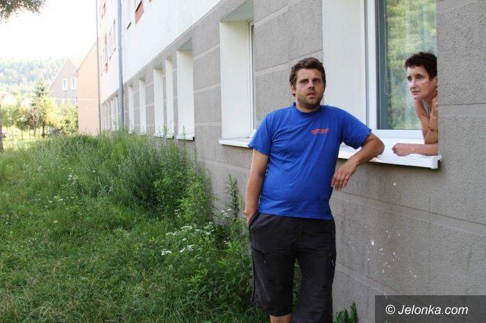 Jelenia Góra: Potrzebne lampy i kamery na Wyczółkowskiego