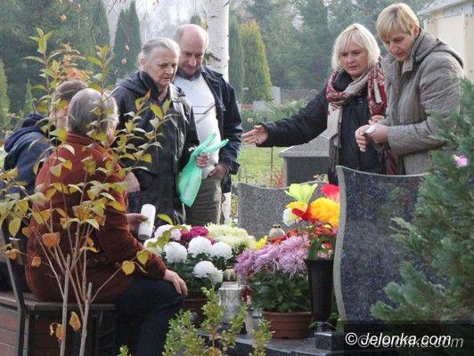 Jelenia Góra: Odwiedzamy groby bliskich