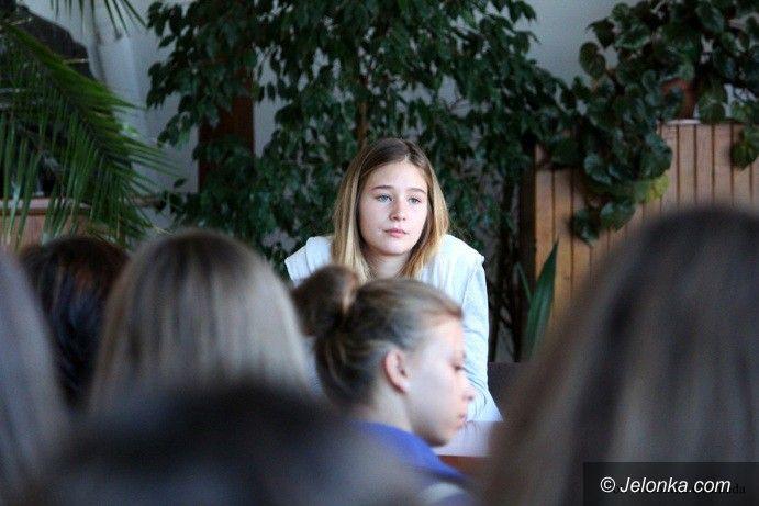Jelenia Góra: Młodziutka aktorka Zofia Wichłacz gościła w