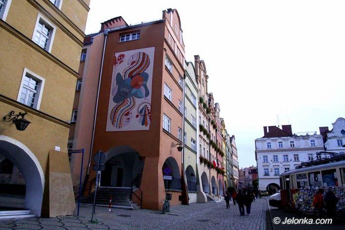 Jelenia Góra: Mural w Rynku – pierwszy, ale nie ostatni
