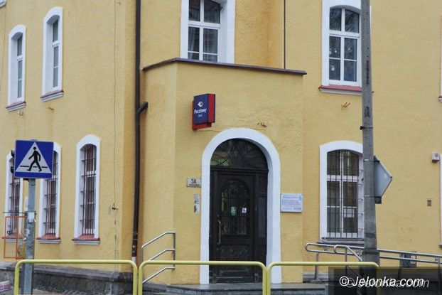 """Jelenia Góra: Zabytkowy budynek """"małej poczty"""" odzyskał blask"""