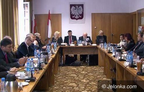 Powiat: Radni powiatu jeleniogórskiego wybrali komisje