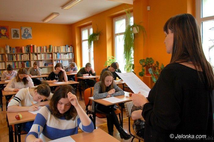 """Jelenia Góra: Licealiści """"Norwida"""" uczyli gimnazjalistów ortografii"""